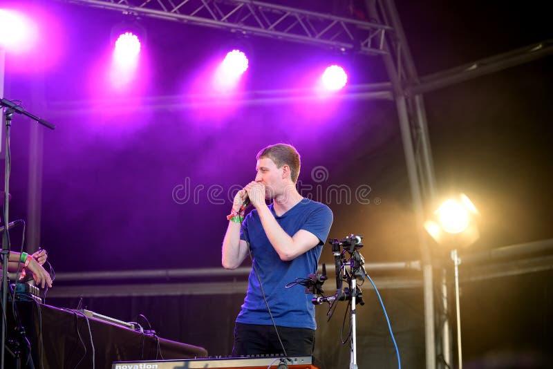 Compositor de Dorian Concept, productor, y actuación en directo del artista del teclado en el festival del sonar fotografía de archivo