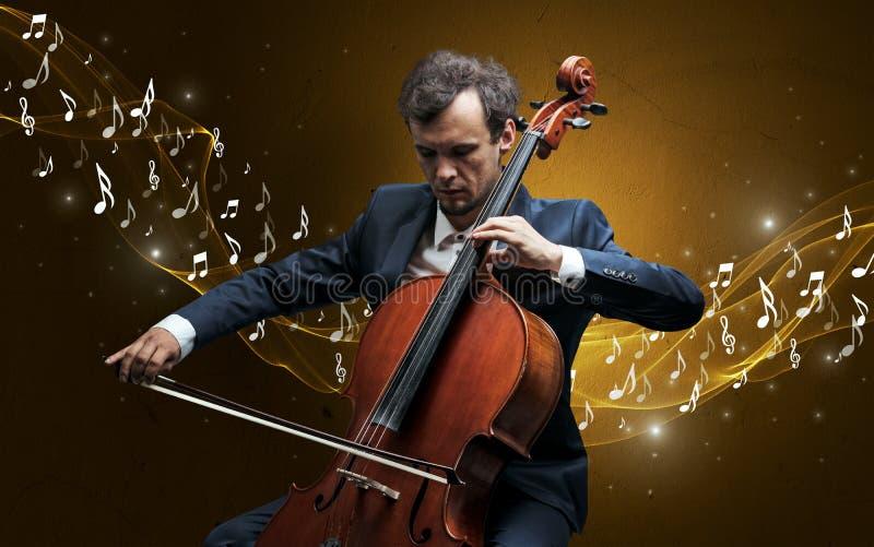 Compositor solo que juega en el violoncelo imagen de archivo libre de regalías
