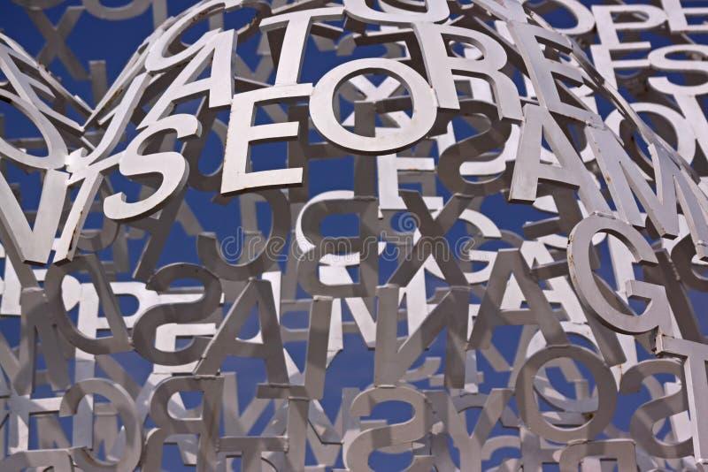 Composizione con le lettere bianche su un cielo blu immagine stock