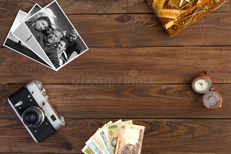 Composizione d'annata in memorie di viaggio con in bianco e nero immagini stock