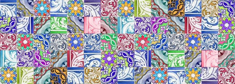 Composizione delle decorazioni portoghesi tipiche con le piastrelle di ceramica colorate chiamate - azulejos- è una struttura sen immagini stock libere da diritti