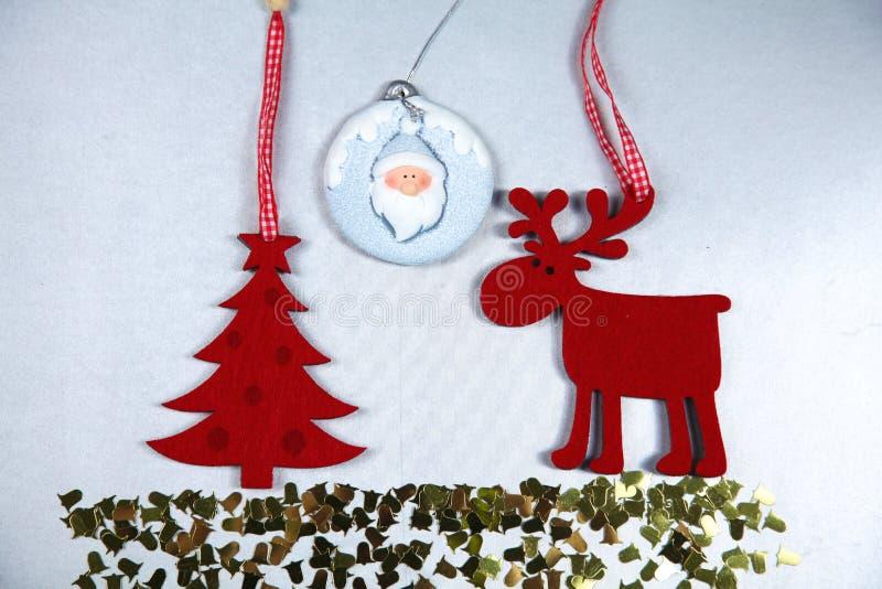 Composizione in Natale con il contenitore e le decorazioni di regalo immagini stock libere da diritti