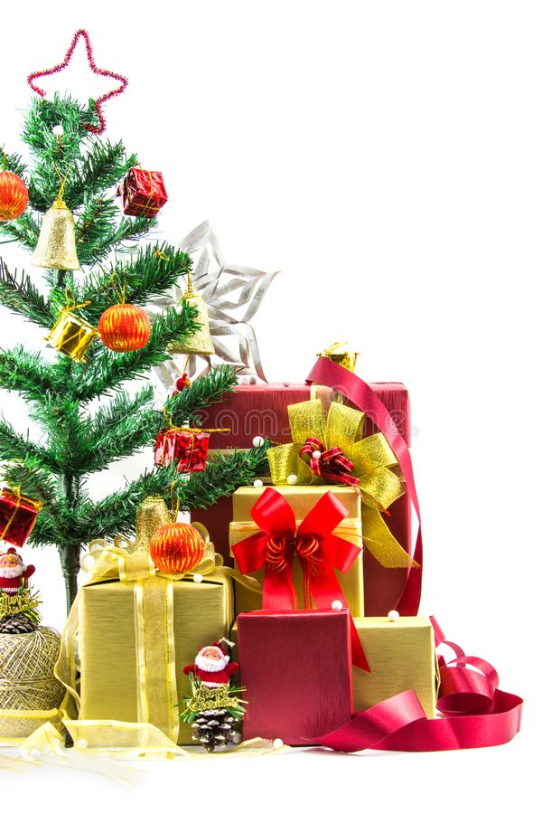 Composizione in Natale con il contenitore e le decorazioni di regalo fotografia stock libera da diritti