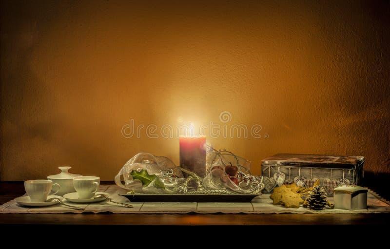 Composizione in natura morta di Natale su una tavola di legno immagine stock libera da diritti