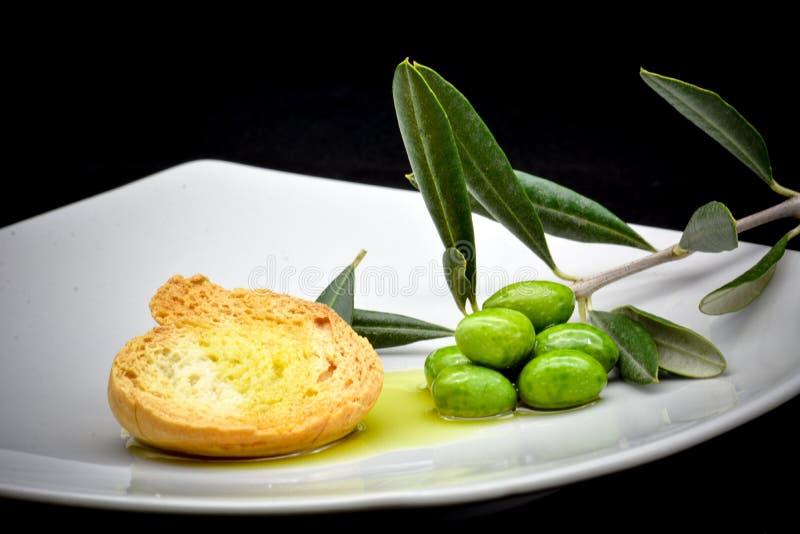 Composizione nell'oliva e nell'olio fotografie stock libere da diritti