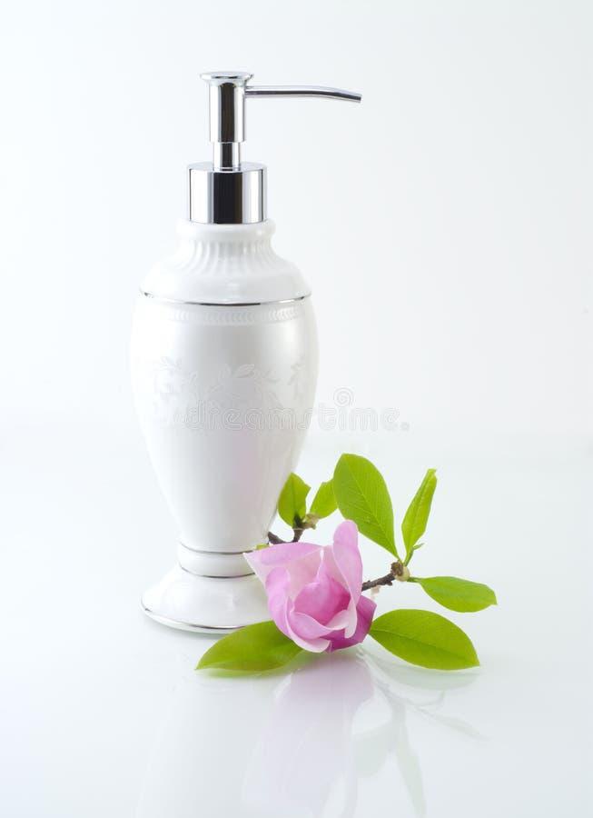 Composizione nella stazione termale con la magnolia fotografia stock