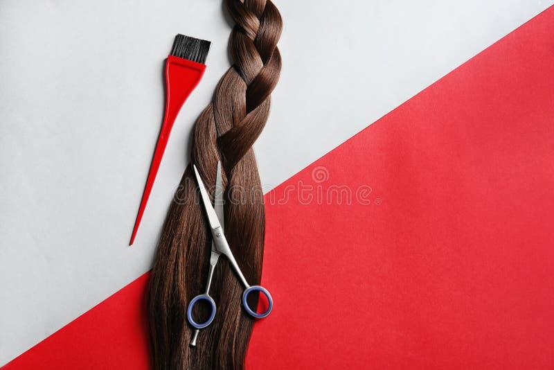 Composizione piana in disposizione con gli strumenti del salone di capelli e spazio per testo fotografia stock libera da diritti