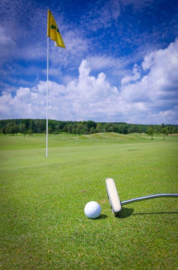 Composizione su verde di golf immagine stock