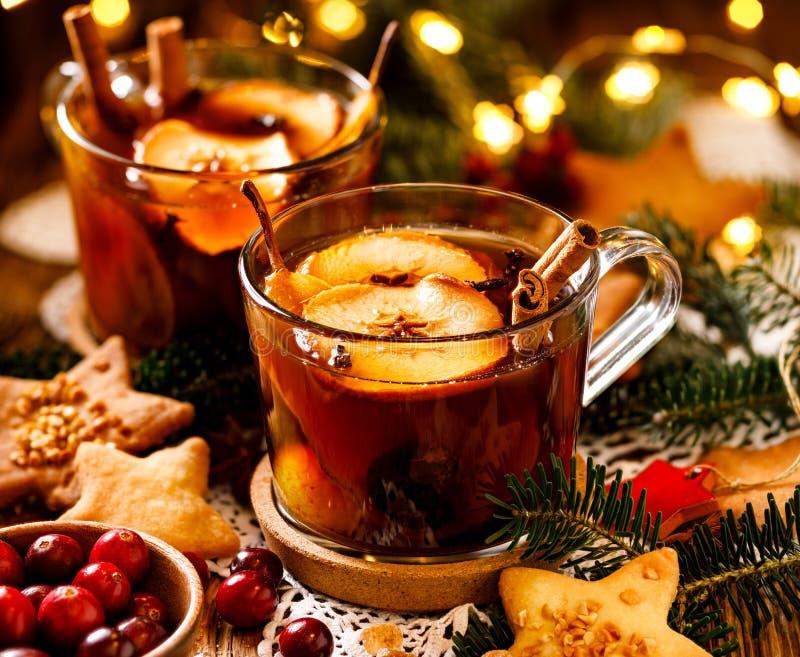 Compota polaca tradicional de frutas y de especias secadas para la cena de la Navidad, cierre para arriba La Navidad polaca tradi imágenes de archivo libres de regalías