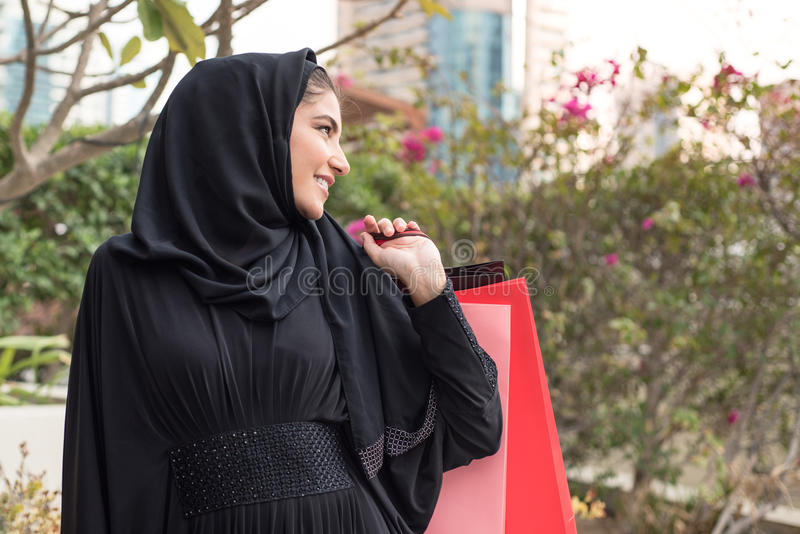 Compra árabe da mulher imagem de stock
