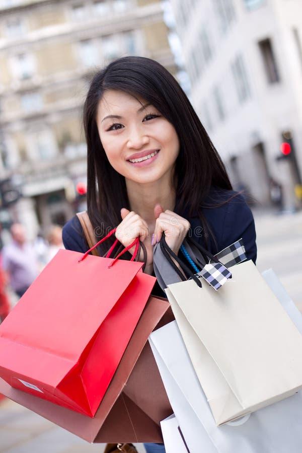 Compra chinesa da menina fotos de stock royalty free