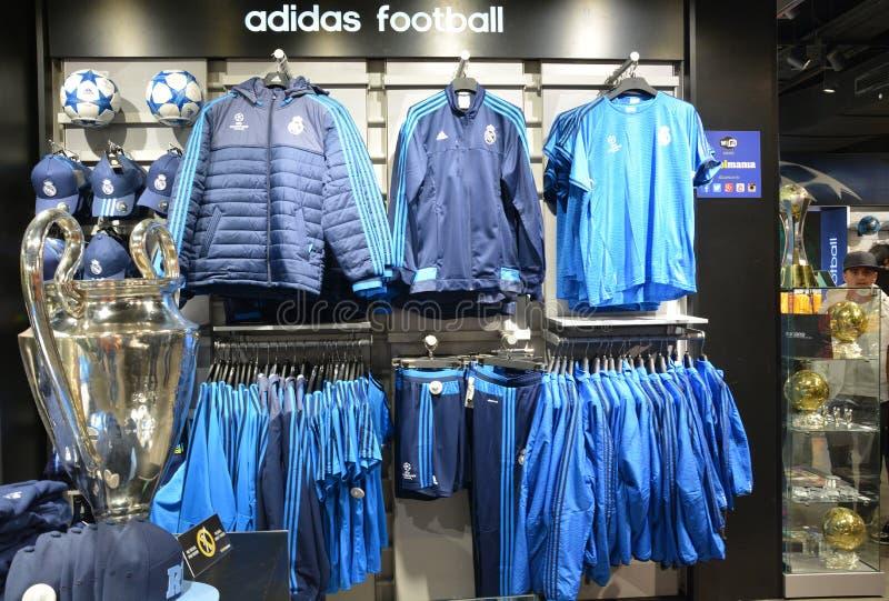 Compra da mania do futebol do Madri foto de stock royalty free