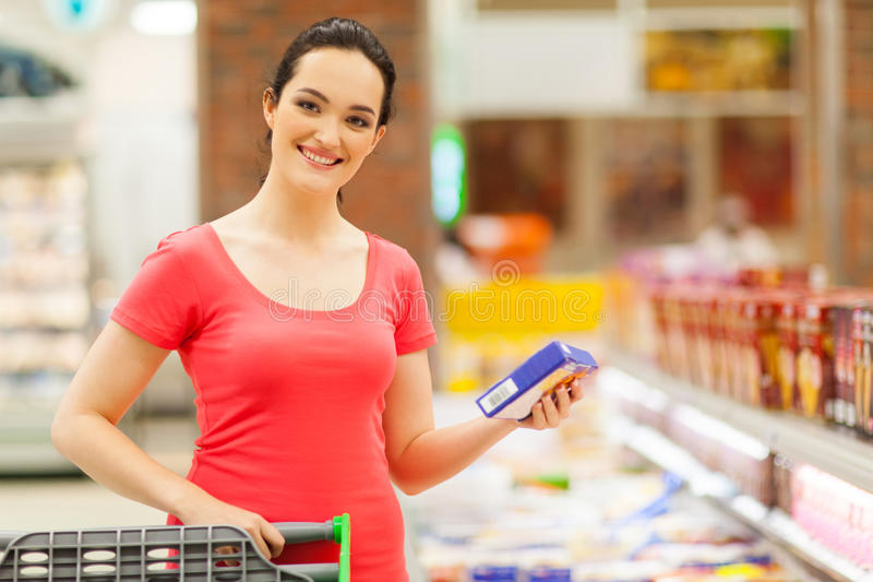 Compra de alimento da mulher fotografia de stock