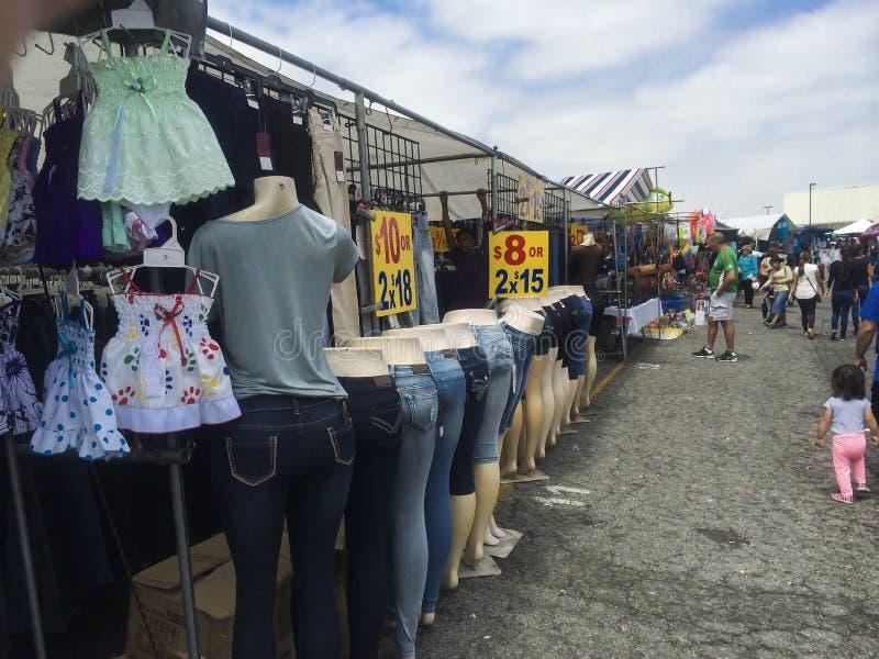 Compra e venda na feira de trocas imagens de stock royalty free