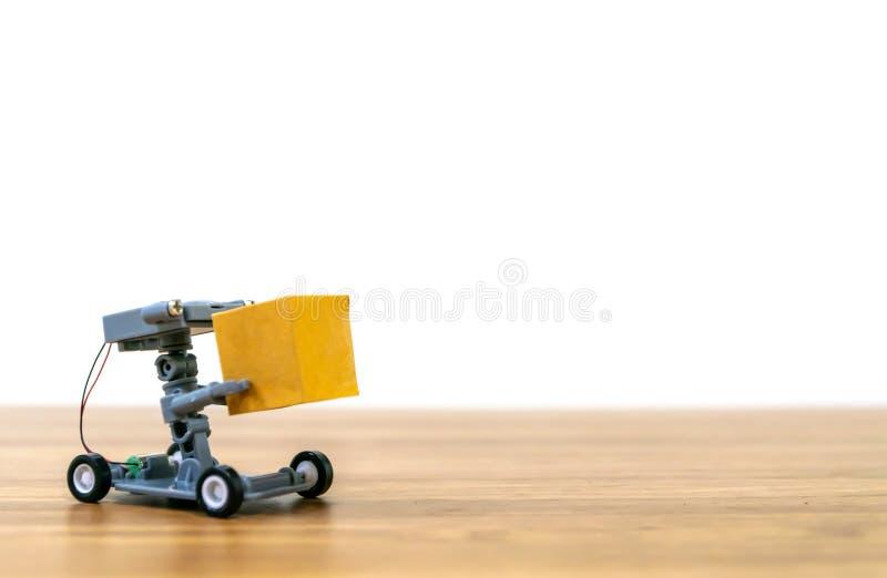 Compra em linha da entrega do robô automática foto de stock royalty free