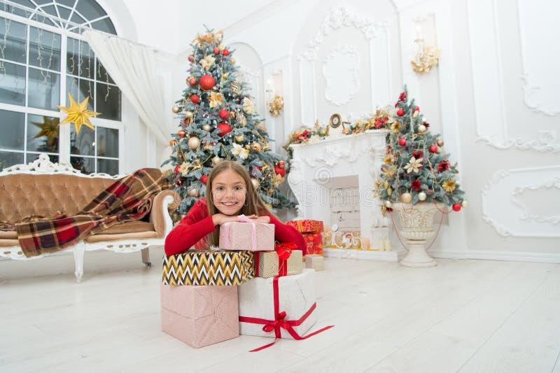 compra em linha do xmas Feriado da família Árvore e presentes de Natal Ano novo feliz Inverno Tis a estação a ser alegre fotos de stock royalty free