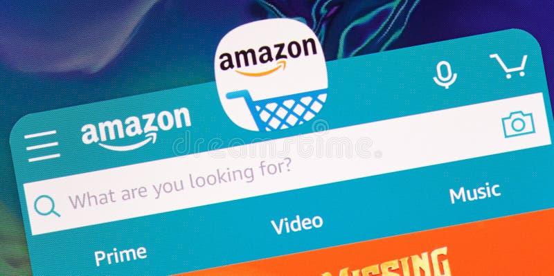 Compra en el uso de la tienda del Amazonas foto de archivo libre de regalías