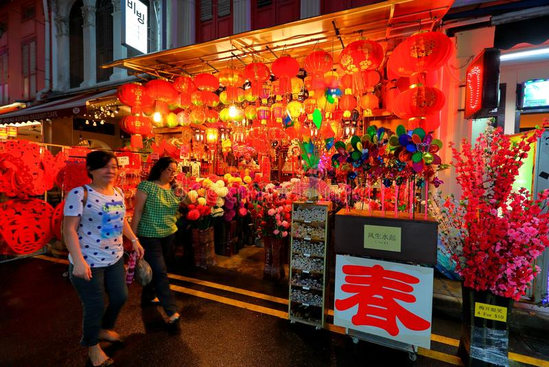 Compra lunar chinesa do ano novo do bairro chinês de Singapura fotografia de stock royalty free