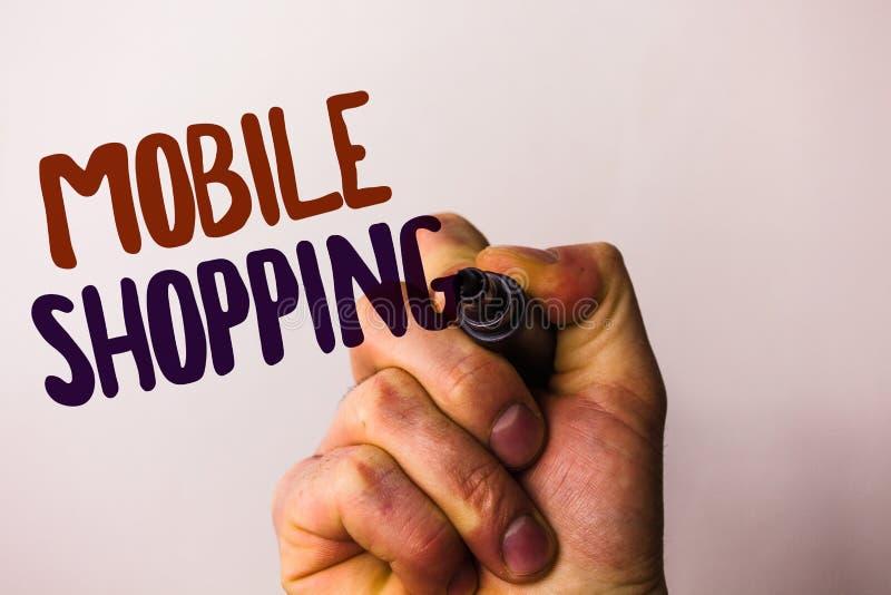 Compra móvel do texto da escrita da palavra O conceito do negócio para dos produtos a compra tecnologico de compra em linha venda fotografia de stock royalty free