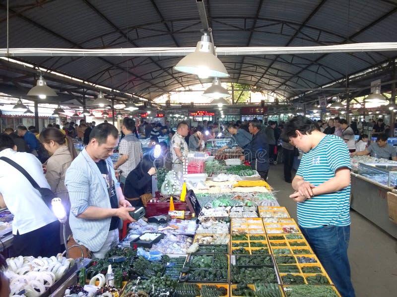 Compra no mercado do jade imagens de stock