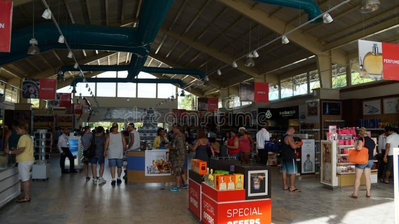 Download Compras Con Franquicia En El Puerto De Romana Del La Fotografía editorial - Imagen de frente, libre: 64205982