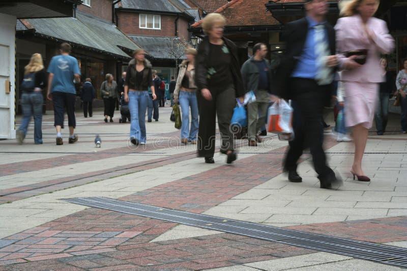 Compras de la calle principal fotografía de archivo