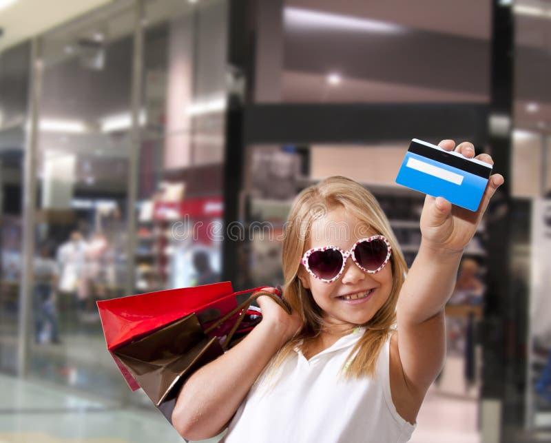 Compras de la muchacha foto de archivo libre de regalías