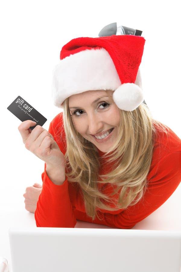 Compras de la muchacha de Santa con una tarjeta fotos de archivo libres de regalías