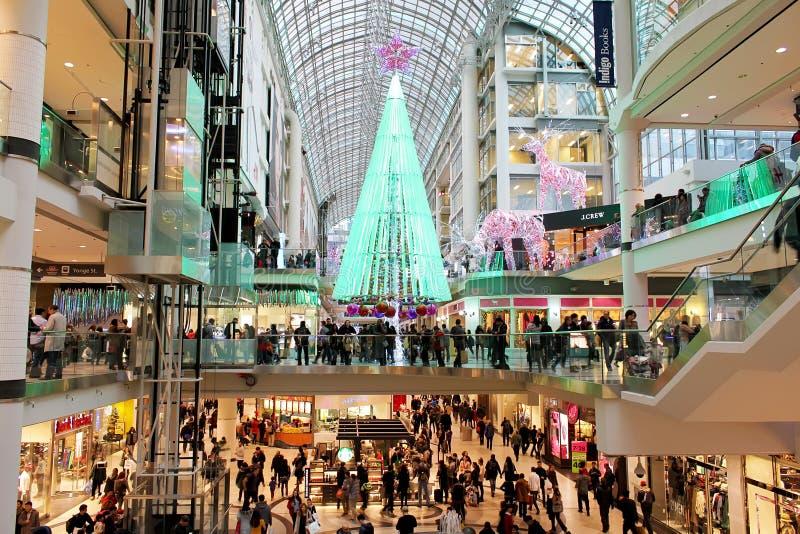 Compras de la Navidad del centro de Toronto Eaton foto de archivo