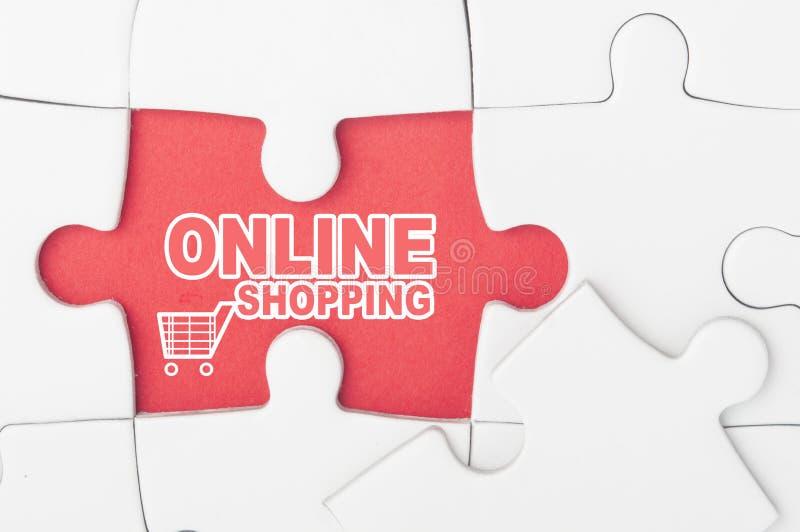 Compras en línea en rompecabezas foto de archivo libre de regalías
