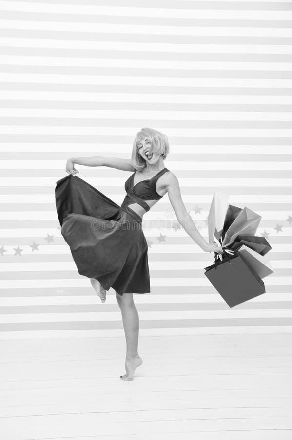 Compras felices en l?nea Buenas fiestas Preparaciones pasadas venta grande en alameda de compras Moda Ventas negras de viernes Fe fotos de archivo