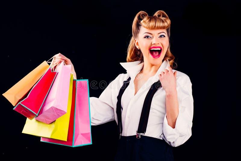 Compras felizes Garota com presentes antes do Natal Feriados e férias conceito de Ano Novo fotografia de stock royalty free