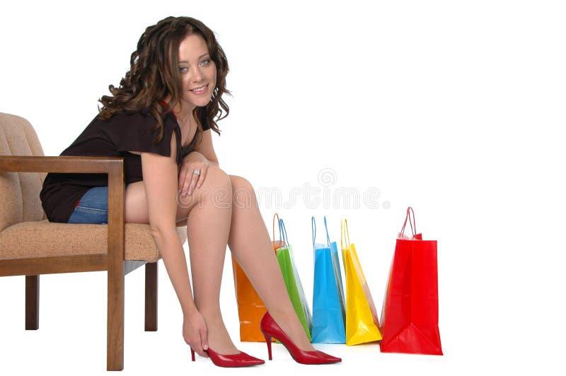 Compras hermosas de la muchacha para sh foto de archivo libre de regalías