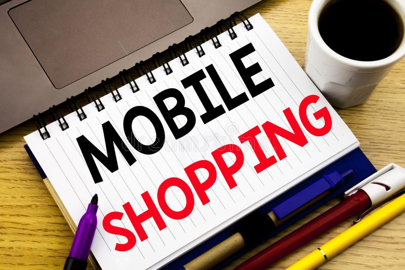 Compras móviles Concepto del negocio para la orden en línea del teléfono móvil escrita en el libro del cuaderno en el fondo de ma foto de archivo libre de regalías