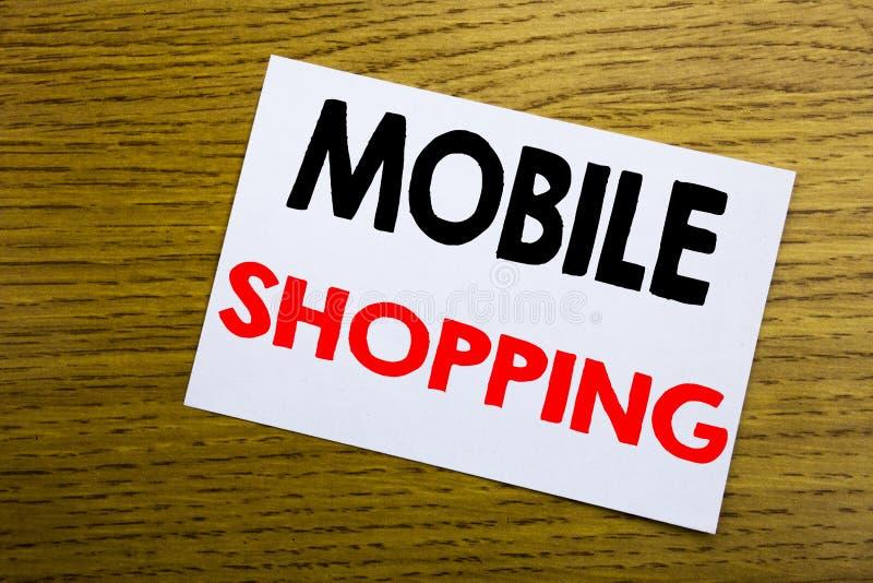 Compras móviles Concepto del negocio para la orden en línea del teléfono móvil escrita en la nota pegajosa, fondo de madera de ma foto de archivo