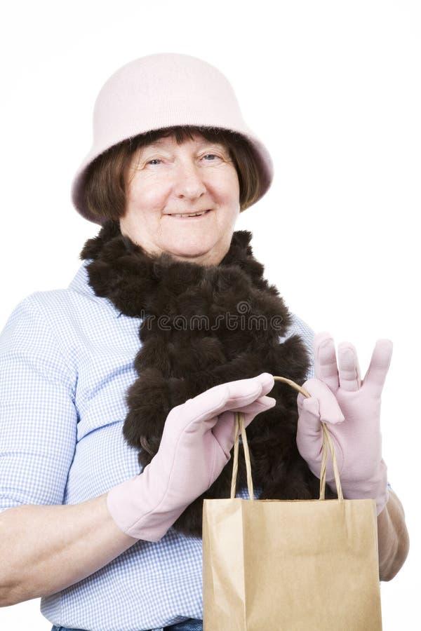 Compras mayores de la señora imagen de archivo libre de regalías