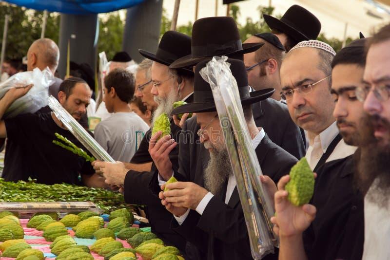 Compratori - ebrei religiosi immagini stock libere da diritti