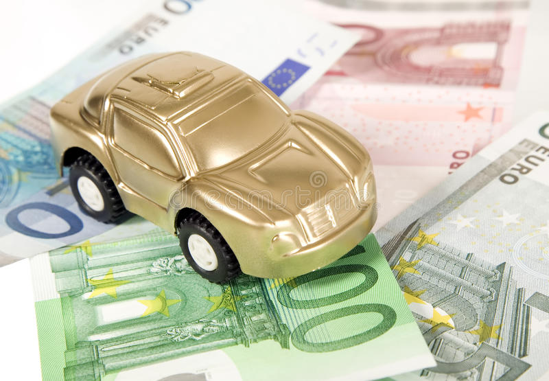 Compre el coche para el dinero euro foto de archivo