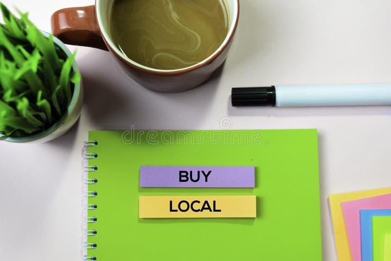 Compre el texto local en notas pegajosas con concepto del escritorio de oficina fotografía de archivo libre de regalías