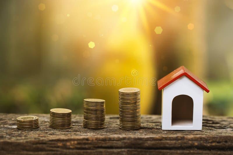 Compre la casa o la venta para el concepto de la industria de propiedad de las propiedades inmobiliarias foto de archivo