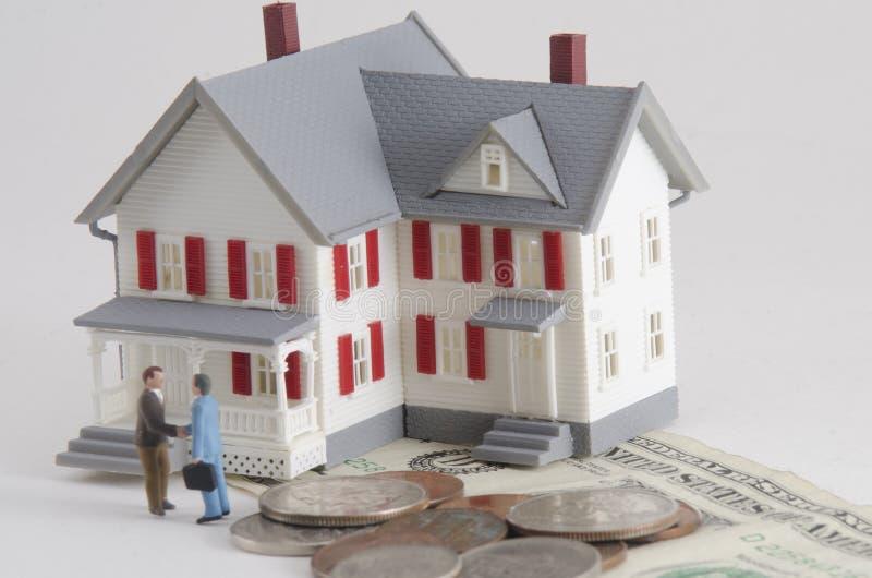 Compre o venda una casa imagen de archivo libre de regalías