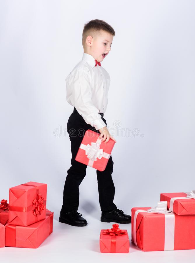 Compre regalos Venta estacional que hace compras del d?a de fiesta Bienestar y emociones positivas Celebre el A?o Nuevo d?a de Sa imagen de archivo libre de regalías