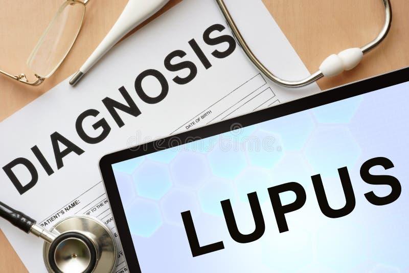 Compressa con lupus e lo stetoscopio di diagnosi fotografie stock
