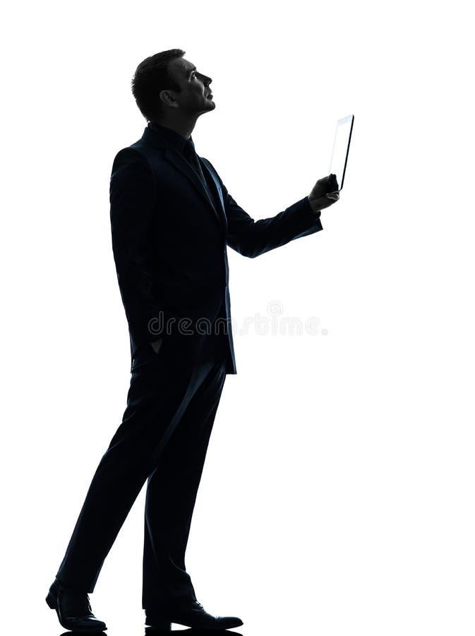 Compressa digitale dell'uomo di affari che cerca siluetta fotografie stock libere da diritti