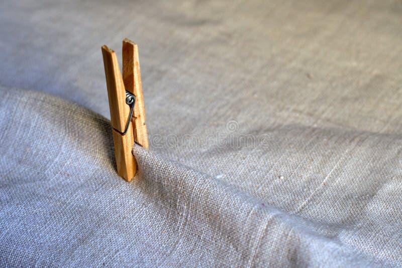 Compressas de pano do pregador de roupa foto de stock