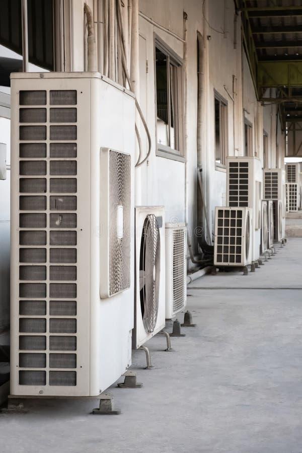 Compresseur de climatiseur images stock
