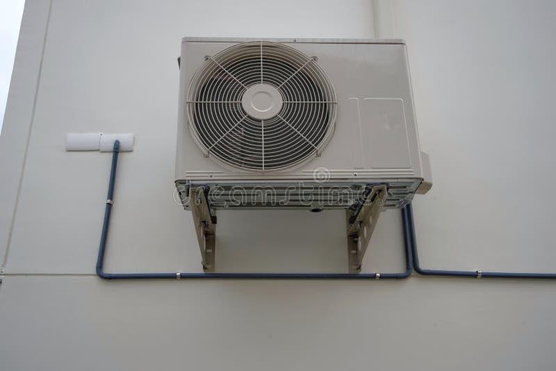 Compresseur extérieur de pompe à unité ou à chaleur de climatiseur ou fan de condensateur pour le climatiseur de soutien photos stock