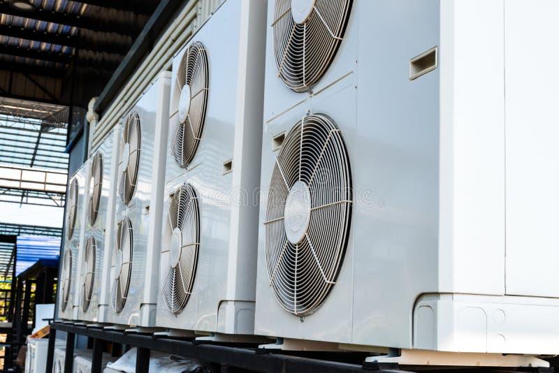 Compressor ascendente pr?ximo do condicionamento de ar fotografia de stock royalty free