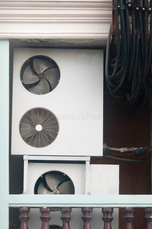 Compressore d'aria e dei cavi fotografia stock