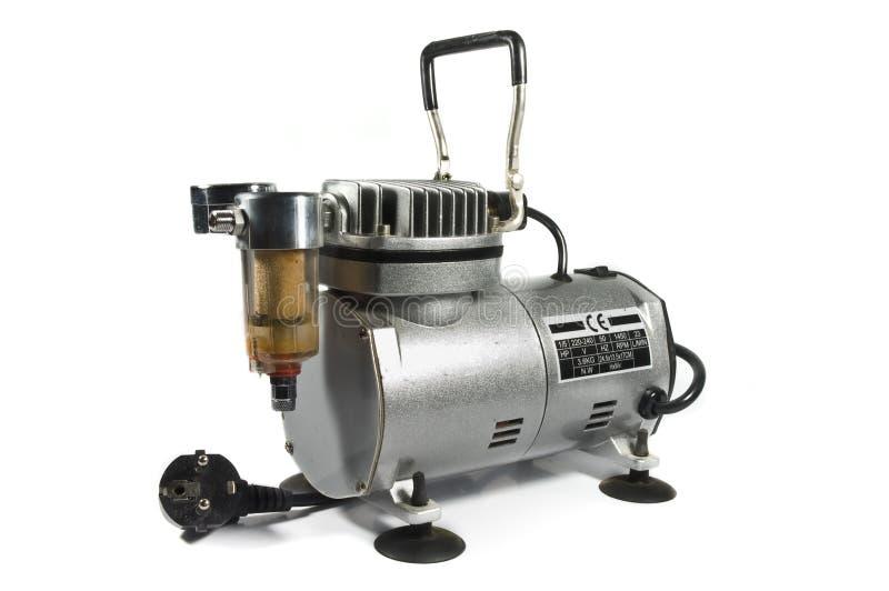 Compressore d'aria isolato su priorità bassa bianca. fotografia stock